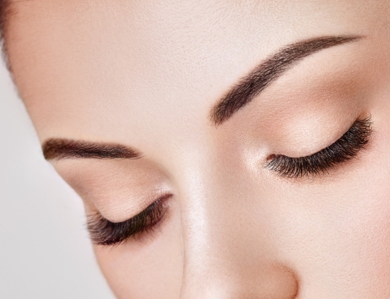 まつ毛や眉毛が生まれ変わるナチュラル美容液